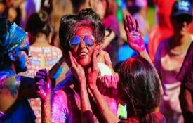 आज होली है, पूरा देश रंगों के इस त्योहार में हुआ सराबोर- India TV