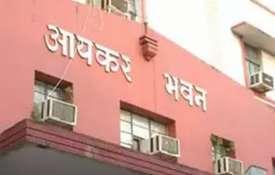मायावती के करीबी पूर्व आईएएस अफसर नेतराम पर इनकम टैक्स का छापा- India TV