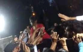 JNU वीसी के घर छात्रों का हमला, घर में घुसकर बनाया बंधक- India TV