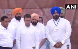 Rahul gandhi and Amarinder Singh lays wreath at...- India TV
