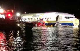 Boeing 737 goes into Florida river with 136 on...- India TV