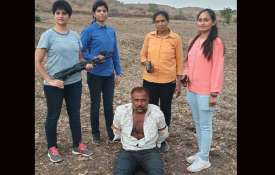 चार महिला एटीएस ने...- India TV