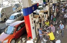 चुनाव से ठीक पहले दिल्ली में 3 दिनों में 85 पैसे लीटर सस्ता हुआ पेट्रोल- India TV
