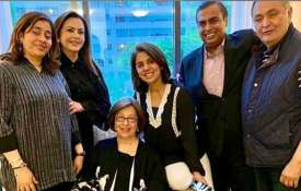 Mukesh Ambani and Nita Ambani meet Rishi Kapoor and Neetu Kapoor in New York- India TV