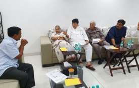 Sheila Dixit meets Arvind Kejriwal to discuss power cuts and water issues   Twitter- India TV