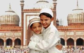 ईद में गले मिलना इस्लाम का नियम नहीं, दारुल उलूम का नया फतवा- India TV