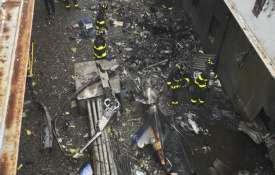 A helicopter crash-landed on the roof of a 750-foot AXA Equitable building in Manhattan | AP- India TV