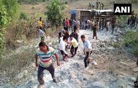 झारखंड के गढ़वा में खाई में गिरी बस, 6 की मौत व 39 घायल- India TV