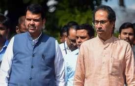 फड़नवीस ने की ठाकरे से मुलाक़ात, मंत्रिमंडल के विस्तार को लेकर हुई चर्चा- India TV