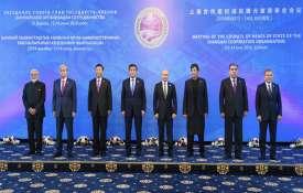 जब प्रधानमंत्री नरेंद्र मोदी के लिए दो राष्ट्राध्यक्षों ने पकड़ा छाता....- India TV