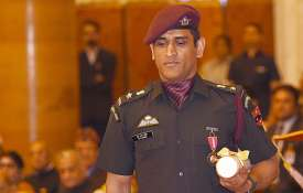 पैराशूट रेजिमेंट के साथ ट्रेनिंग के लिए एमएस धोनी को मिली इजाजत, क्रिकेट से दूर सेना के साथ समय बिता- India TV