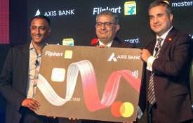 MD & CEO of Axis Bank Amitabh Chaudhry, (C), CEO of the Flipkart Group Kalyan Krishnamurthy (L) and - India TV