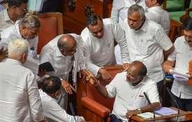 कर्नाटक में विश्वासमत पर मैराथन चर्चा जारी, आज हो सकती है वोटिंग- India TV