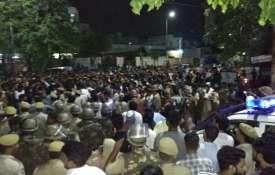 दिल्ली के बाद जयपुर में दंगा भड़काने की साज़िश, अचानक सड़क पर उतरे हजारों लोग- India TV