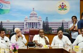 कुमारस्वामी के मंत्री ने की बीजेपी नेताओं से मुलाकात, सियासी गलियारे में मची खलबली- India TV