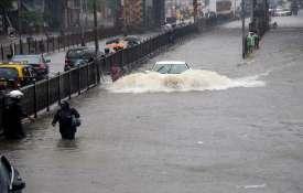मुंबईकरों पर आज का दिन सबसे भारी, बारिश ने 10 साल का रिकॉर्ड तोड़ा- India TV