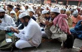 उत्तर प्रदेश में सड़क पर 'नमाज' का 'हनुमान चालीसा' का पाठ कर किया विरोध- India TV