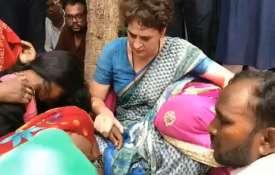 सोनभद्र के पीड़ित परिवारों से मिल भावुक हुईं प्रियंका गांधी, पूरा माहौल हुआ गमगीन- India TV