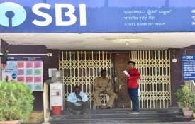 RBI slaps Rs 7 cr penalty on SBI, Union Bank of India violating various norms- India TV
