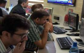 Sensex plunges 560.45 pts, Nifty sinks 177.65 pts - India TV
