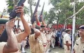 ऐन मौके पर धोखा दे गया पुलिस का हथियार, पूर्व मुख्यमंत्री को देनी थी 21 बंदूकों की सलामी लेकिन एक भी- India TV