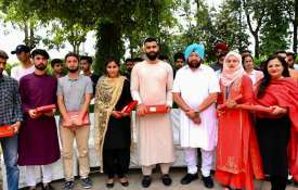 CM amdiner singh organised lunch party for...- India TV