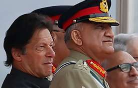 सेना प्रमुख बाजवा के कार्यकाल बढ़ाने के फैसले पर भड़का विपक्ष, अलग-थलग पड़े इमरान खान- India TV