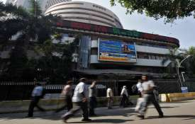 Sensex tanks over 418 points amid Kashmir uncertainty- India TV