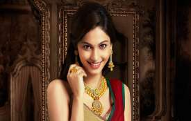 Gold retouches all-time high mark of Rs 38,470 on jewellers' buying- India TV
