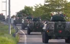 ट्रंप का दावा-चीन हांगकांग की सीमा पर भेज रहा है सेना, हवाईअड्डे पर मची अफरातफरी- India TV