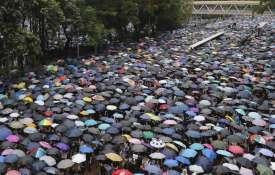 कश्मीर पर चौधराहट दिखाने वाला चीन बुरी तरह फंसा, छाता क्रांति ने की बोलती बंद- India TV