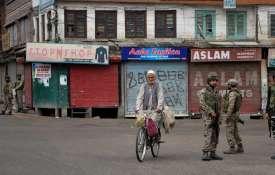 जम्मू-कश्मीर में आज से खुलेंगे सरकारी कार्यालय, जुम्मे की नमाज के बाद मिल सकती है ढील- India TV