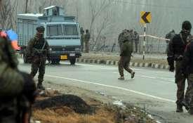 गृह मंत्रालय ने माना, कश्मीर में शरारती तत्वों ने किया था पथराव, बलों ने नहीं की गोलीबारी- India TV