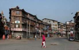 कश्मीर में ऑल इज़ वेल, कुछ स्थानों पर प्रतिबंध जारी; जम्मू में हटे- India TV