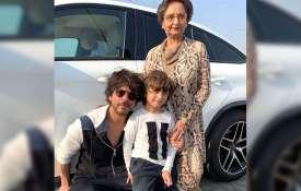 पापा शाहरुख और नानी के साथ अबराम खान- India TV