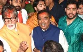 लालबागचा राजा के दर्शन करने परिवार के साथ पहुंचे अमिताभ बच्चन और मुकेश अंबानी- India TV