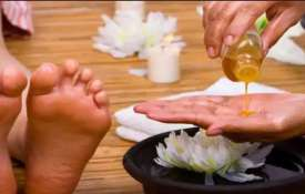 oil foot massage benefit- India TV