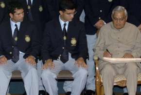 भारत रत्न पूर्व प्रधानमंत्री अटल बिहारी वाजपेयी - India TV