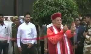 VIDEO: कैंची नहीं मिलने पर बिफर पड़े BJP सांसद मुरली मनोहर जोशी, हाथों से ही उखाड़कर फेंक दी रिबन