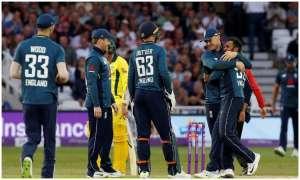 इंग्लैंड बनाम ऑस्ट्रेलिया: डेब्यू कर रहे सैम कुर्रन ने 1 ओवर में 2 विकेट लेकर बनाया ये खास रिकॉर्ड