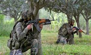 J&K: कुलगाम में सेना ने मार गिराए लश्कर-ए-तैयबा के 2 आतंकवादी, मुठभेड़ जारी