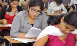 UPPCS परीक्षाः हिंदी की जगह निबंध के पेपर बांटे जाने के कारण रद्द हुई परीक्षा, छात्रों ने मचाया हंगामा