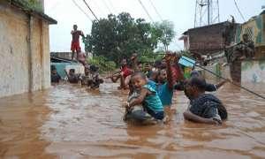 पूरे देश में मानसून बना आफत; गुजरात, उत्तराखंड, महाराष्ट्र में बाढ़ जैसे हालात