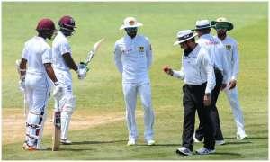 श्रीलंका के कप्तान दिनेश चांदीमल, कोच और मैनेजर पर ICC ने 2 टेस्ट, 4 वनडे मैचों का बैन लगाया
