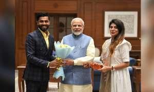 प्रधानमंत्री नरेंद्र मोदी ने की रविंद्र जडेजा और उनकी पत्नी से मुलाकात