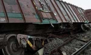 उत्तर प्रदेश: फर्रुखाबाद में मालगाड़ी पटरी से उतरी, 500 मीटर तक ट्रैक उखड़ा
