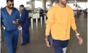 'कॉफी विद करण' विवाद के बाद पहली बार नजर आए हार्दिक पंड्या, एयरपोर्ट पर दिखे भाई क्रुणाल के साथ