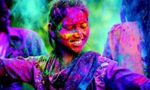 Holi 2019: राशि के अनुसार रंग से खेलें होली, होगी हर मनोकामना पूर्ण