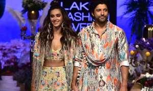 Lakme Fashion Week 2019: जब एक-दूसरे का हाथ थाम रैंप पर चले फरहान अख्तर और शिबानी दांडेकर, थम गई सभी की निगाहें