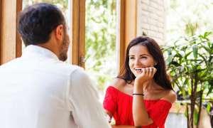 पहली बार जा रहे हैं डेट पर तो कभी भी न करें ये 5 गलतियां, बनता हुआ रिश्ता जाएगा बिगड़